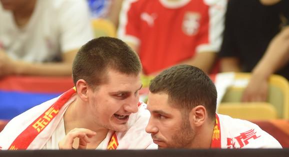 Nikola Jokić i Stefan Jović na meču Srbija - Portoriko