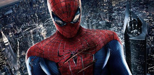 Niesamowity Spider-Man. 4 lipca. Nowa obsada, nowy reżyser, nowa historia. Czy zupełnie nowe podejście do najbardziej kasowego komiksu wszech czasów się powiedzie? Jak widać na przykładzie serii o Bondzie, odświeżenie tematu może okazać się wielkim sukcesem. Peter Parker tym razem uczy się jeszcze w liceum. Musi pogodzić się z tym, kim się stał, i wybaczyć sobie śmierć wuja, którego – tak mu się wydaje – mógł uratować.