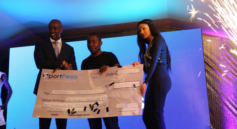 SportPesa CEO Ronald Karauri, Mega Jackpot winner Samuel Abisai and the Sportpesa staff