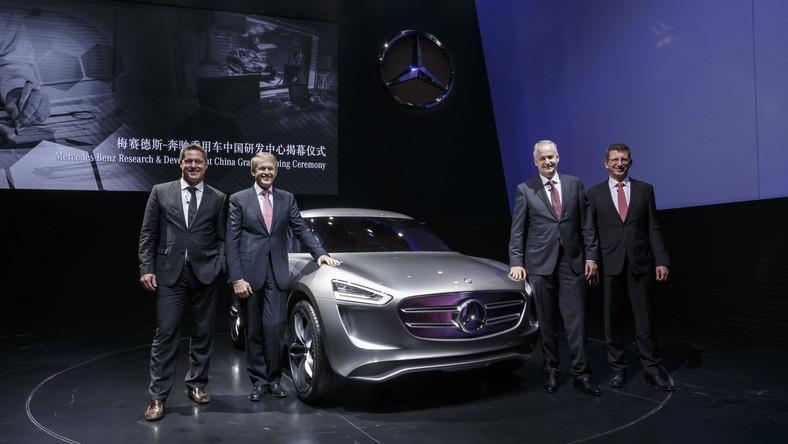 Niemieccy inżynierowie twierdzą, że tradycyjne samochody przegrają walkę o względy kierowców z autami typu crossover, czyli pojazdami z podwyższonym zawieszeniem, które udają terenówki. Mercedes przygotowuje się do zmiany upodobań i na dowód tego ujawnił nowy model spełniający wymagania - nazwał go G-Code.