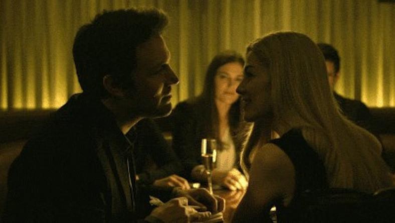 """Ben Affleck i Rosamund Pike w filmie """"Zaginiona dziewczyna"""""""