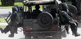 """O co chodzi? Polscy żołnierze z karabinami wkroczyli do Czech i """"okupują"""" kapliczkę"""