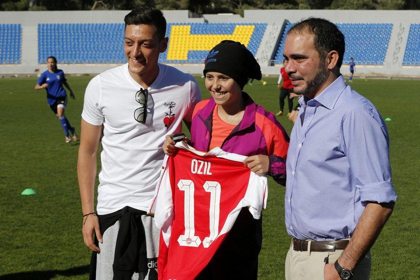 Mesut Özil odwiedził obóz dla uchodźców