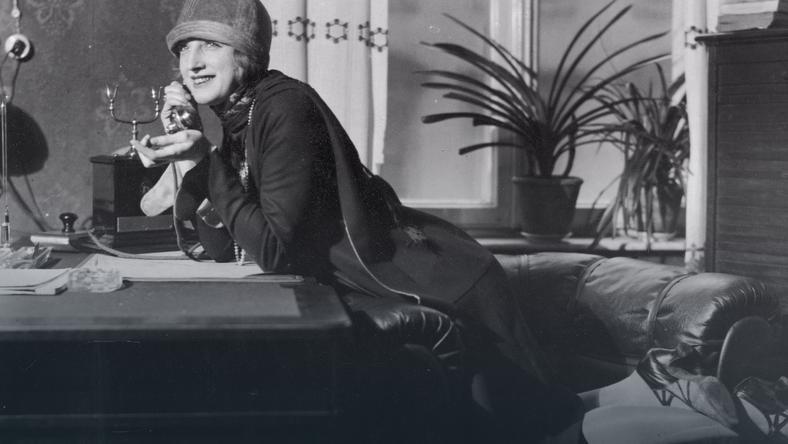 Hanka Ordonówna, spełniona zawodowo i artystycznie, w życiu prywatnym była osobą nieszczęśliwą