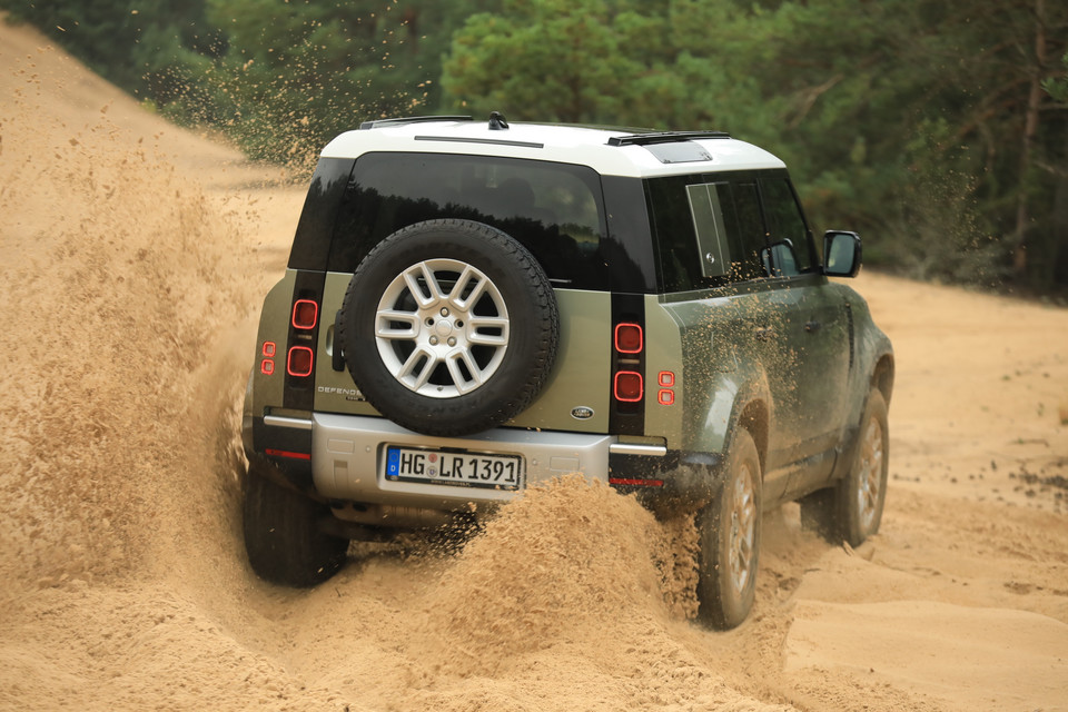 Land Rover Defender 110 2.0D AT
