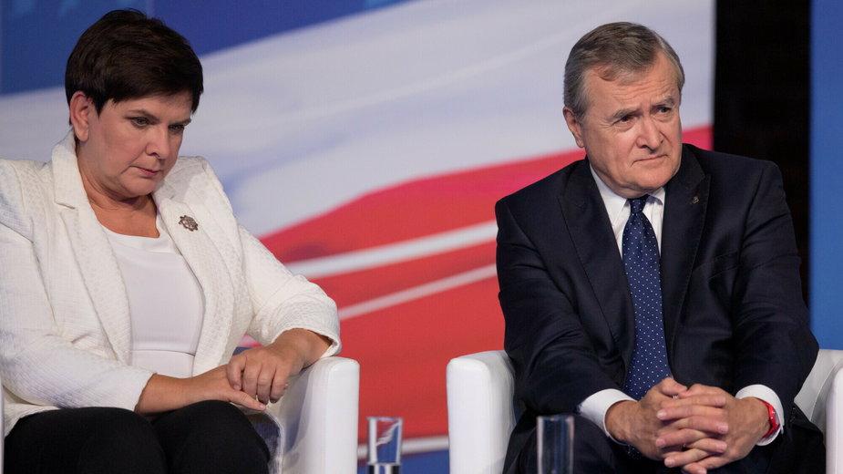 Beata Szydło i Piotr Gliński na konwencji wyborczej PiS w Łodzi w 2019 r.