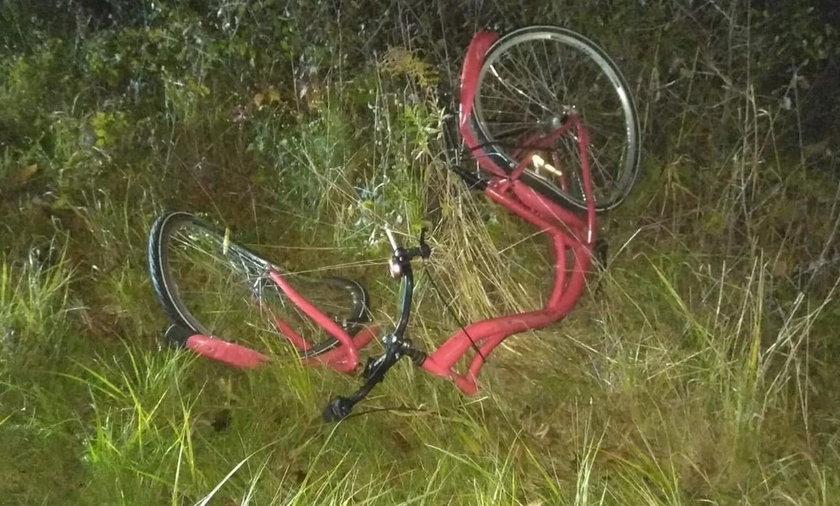 50-latek wjechał w rowerzystów