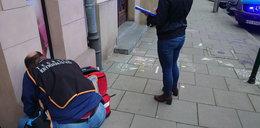 Dzieci i rodzice w geście solidarności z migrantami malowali rysunki przed biurem PiS.  Przyjechała policja i skończyło się bardzo nieprzyjemnie