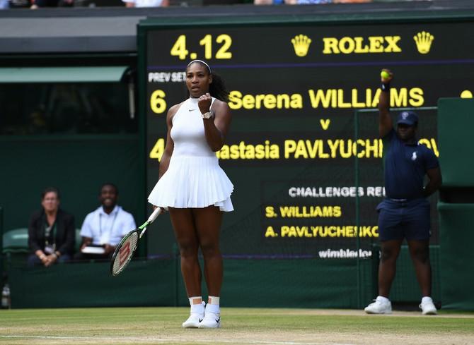 Serena Vilijams i dalje diže prašinu i igrom i modnim eksperimentima