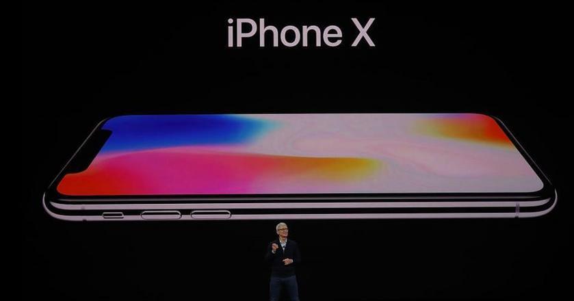Apple zaprezentował trzy modele nowych smartfonów - iPhone 8, iPhone 8 Plus oraz jubileuszowy iPhone X (ten)