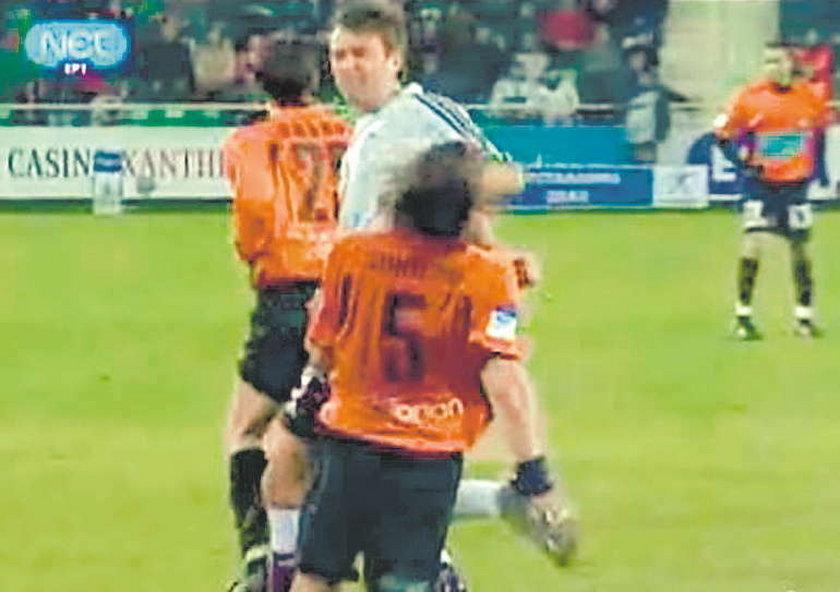 Żuraw bije na boisku