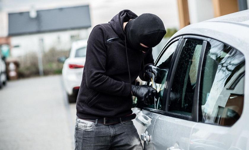 Ukradł samochód, oddał i zostawił kartkę