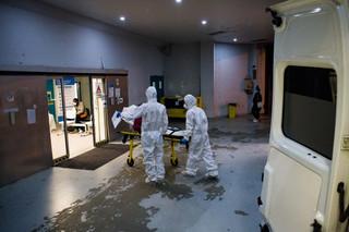 Francja z częściowym lockdownem. Będzie wznowienie szczepień AstraZenecą