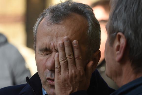 Potresne scene na sahrani Ane Bulatović (39)! Dejo Savićević POTPUNO UTUČEN, muk nakon iznenadne smrti ćerke čuvenog Bate /FOTO/
