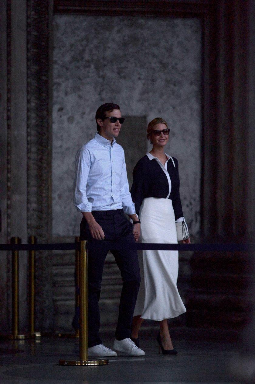 Zamężna Ivanka Trump w ramionach obcego mężczyzny