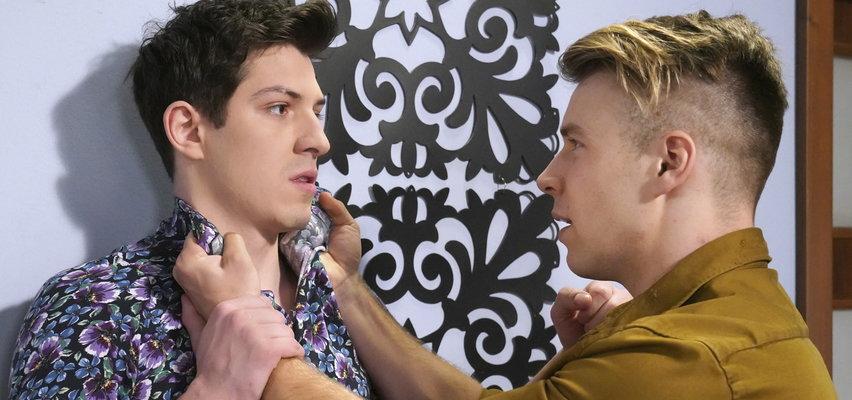 """""""Barwy szczęścia"""" odcinek 2492. Patryk przyłapał matkę i Justina. Chłopak jest wściekły na przyjaciela!"""