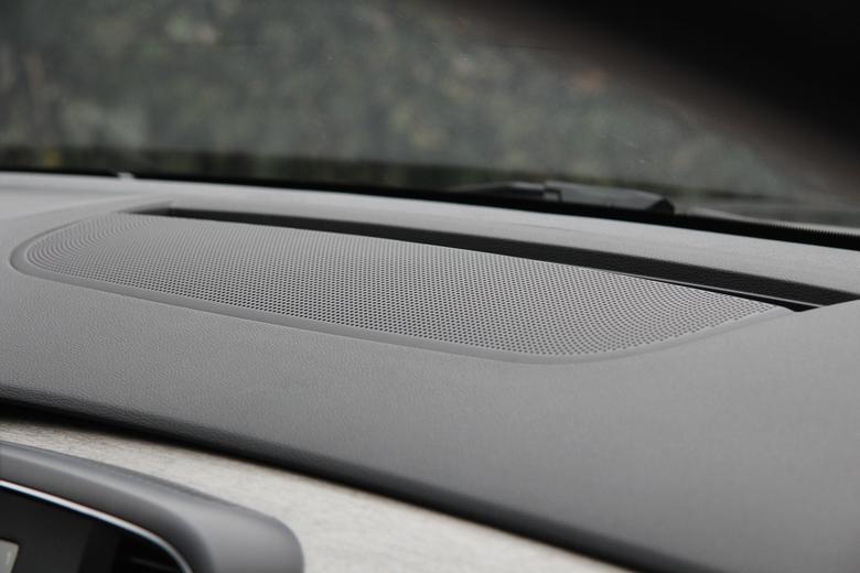 Renault Talisman. Głośnik centralny.  Pod kratką kryje się 8 cm głośnik szerokopasmowy