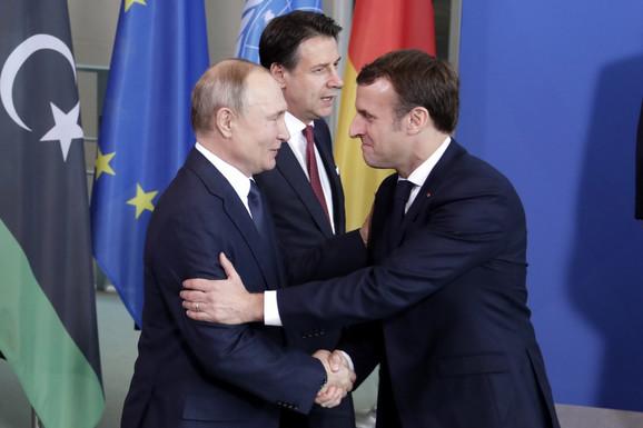 Makron se zalagao za ukidanje sankcija Rusiji