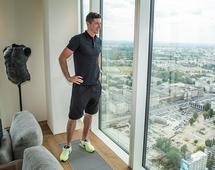 Robert Lewandowski wyznał, że w budynku Złota 44 najbardziej podoba mu się rozbudowana strefa rekreacyjno-sportowa, z basenem, siłownią, gabinetem masażu i sauną