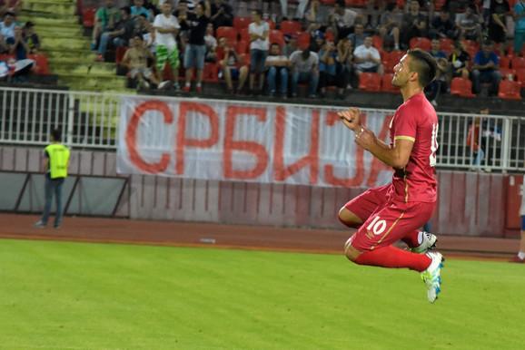 Dušan Tadić slavi gol protiv Izraela