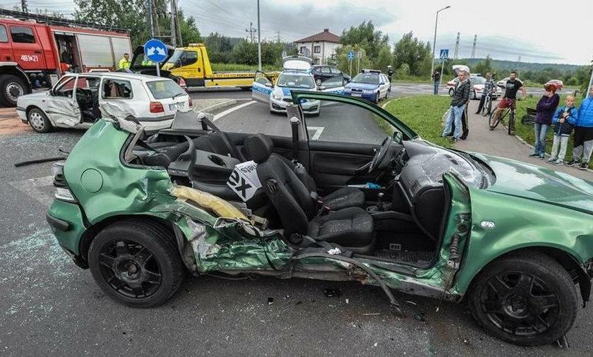 Zniszczone auto sprawcy wypadku