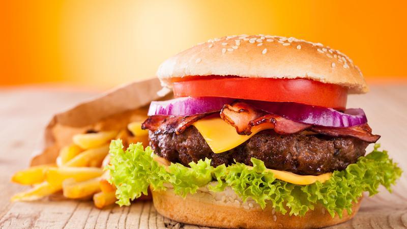 Znana sieć fast food przechodzi na transakcje bezgotówkowe
