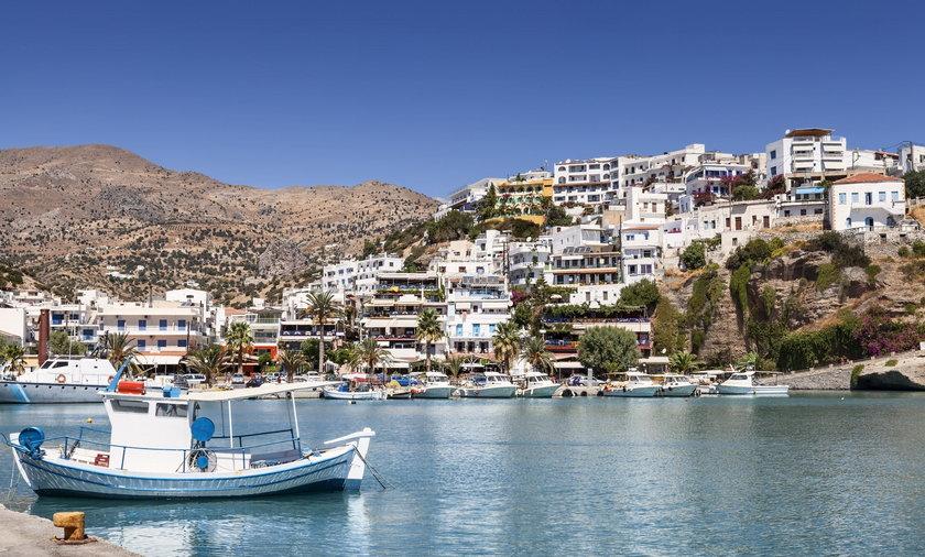 Od września w Grecji będą obowiązywały nowe obostrzenia dotyczące koronawirusa. Żeby zdopingować obywateli do szczepień, rząd wprowadza nowe regulacje dotyczące między innymi obowiązkowych testów dla wszystkich zatrudnionych Greków. Nowe obostrzenia dotkną też turystów.