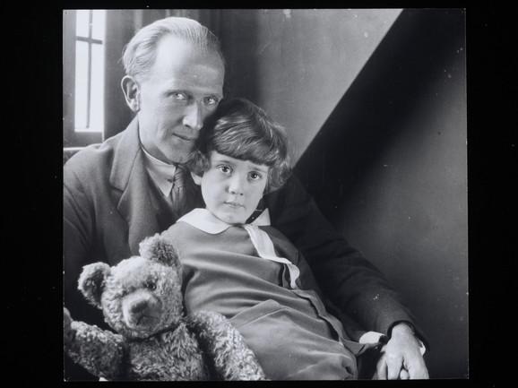 A.A. Miln i Kristofer Robin, oko 1925-1926.