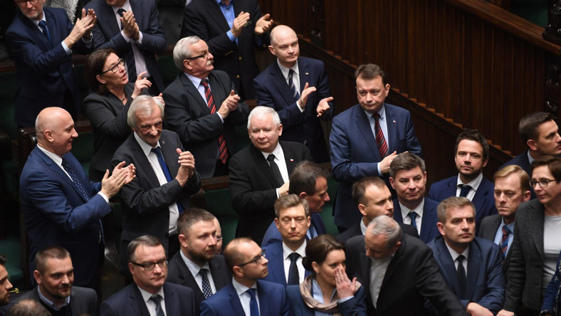 Jarosław Kaczyński wśród posłów PiS w Sejmie