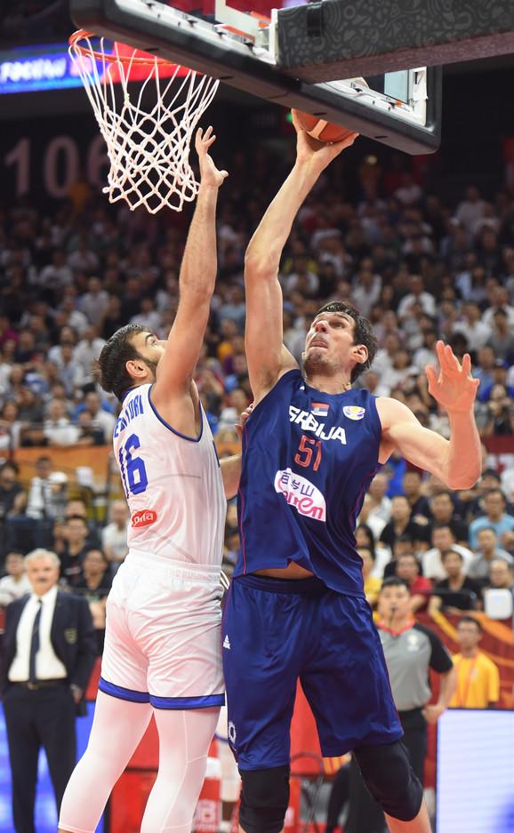 Boban Marjanović na meču Srbija - Italija
