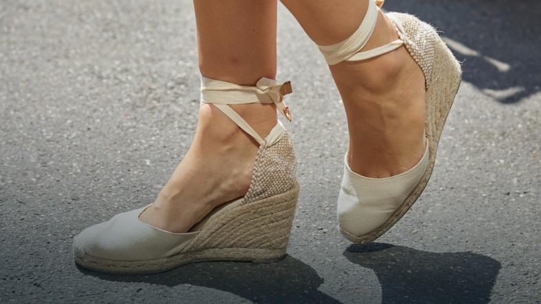 9032bd3369deb Pierwsze wzmianki o tych butach mają prawie 700 lat! W tym roku znowu są na  topie! Zobacz najmodniejsze espadryle