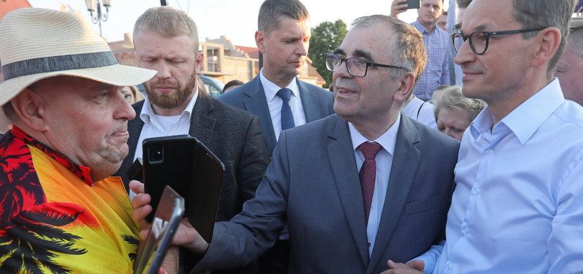 """Co za spotkanie?! Kononowicz i Morawiecki w jednym miejscu! Gwiazda gimbazowego internetu zrobiła """"wywiad"""" z ważnym politykiem PiS"""