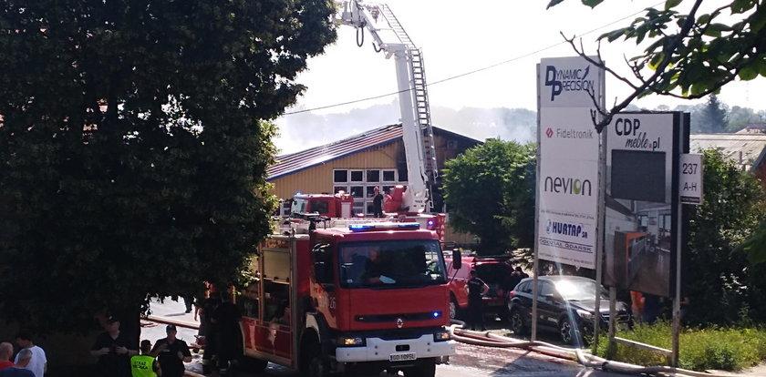 Pożar hali zablokował Trakt św. Wojciecha!