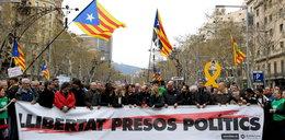 Katalończycy wyszli na ulice. Doszło do starć z policją