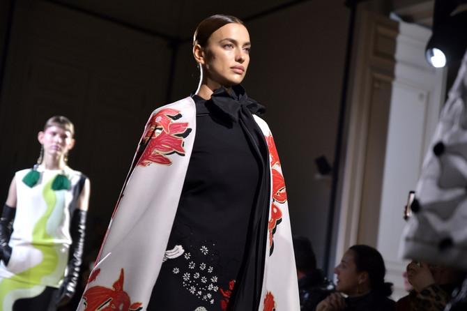 """Irina Šajk na reviji visoke mode modne kuće """"Versače"""" na Nedelji mode u januaru ove godine u Parizu"""