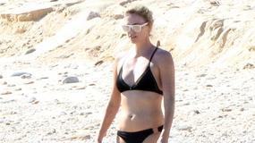 42-letnia Charlize Theron w bikini. Jak się prezentuje?