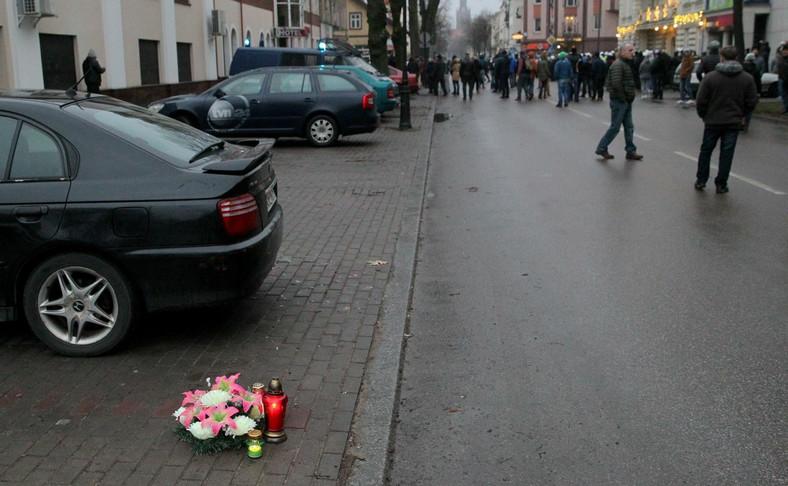 Kwiaty w pobliżu miejsca zbrodni