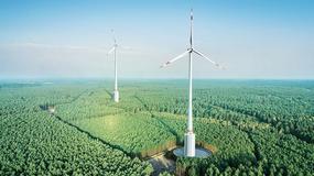 """Najwyższa turbina wiatrowa stanęła w Niemczech. Wykorzytuje nowatorski system """"baterii wodnej"""""""