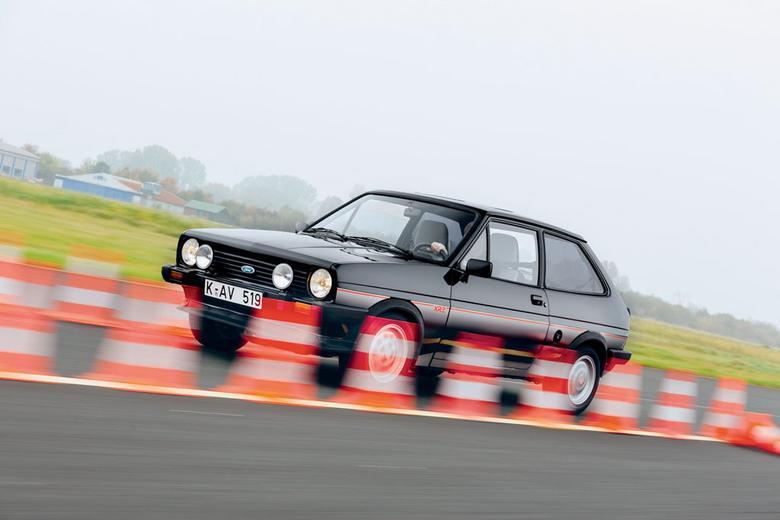 Prosto skonstruowane XR2 przywołuje skojarzenia  z klasycznym sportem motorowym i pokazuje, jak mało potrzeba do szczęścia.