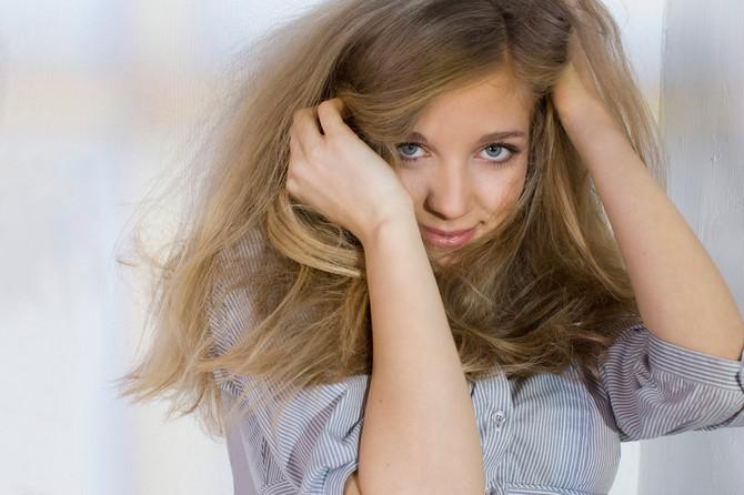 Žene peru kosu brašnom i kunu se da im je lepša i bujnija