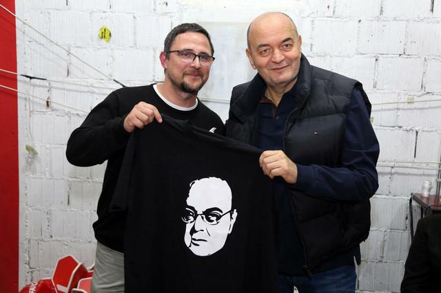 Majica sa likom Duška Vujoševića prodata je za 10.000 dinara
