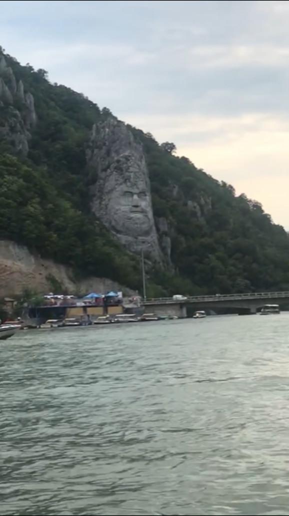 Statua Decebela u steni