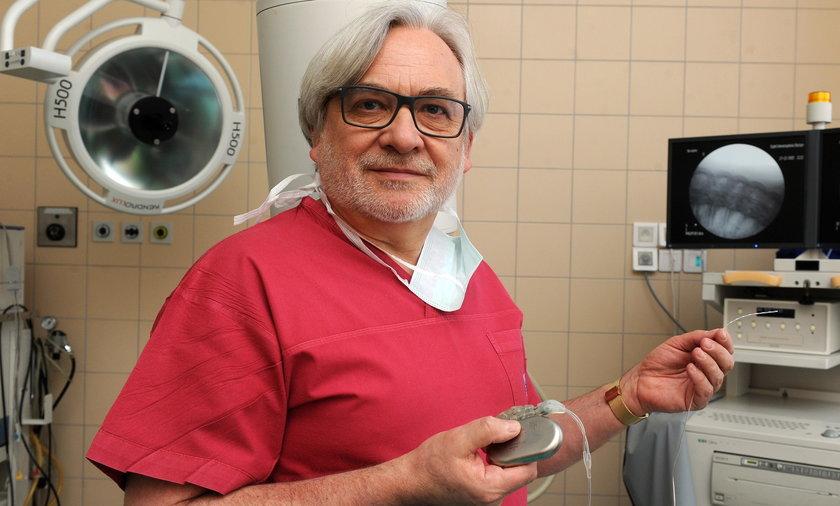 Neurochirurg, prof. Wojciech Maksymowicz