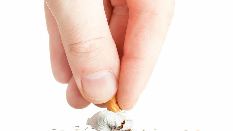 Popularyzowanie wizerunku celebryty z papierosem w ręku jest szkodliwe