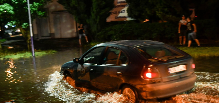 Polska zmaga się ze skutkami burz. Ponad 20 tys. odbiorców bez prądu