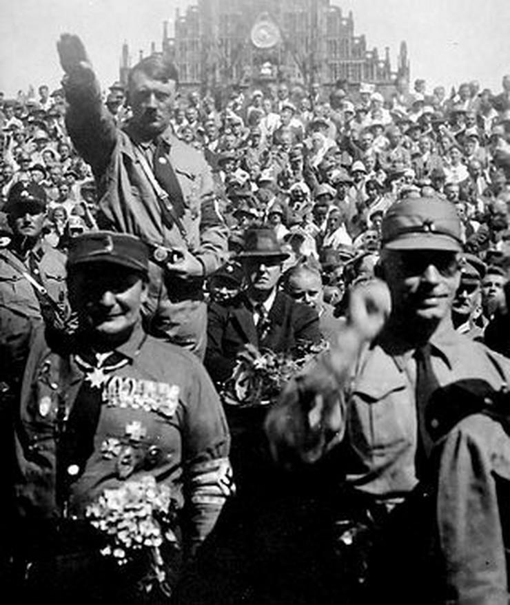 320px-Hitler_1928_crop