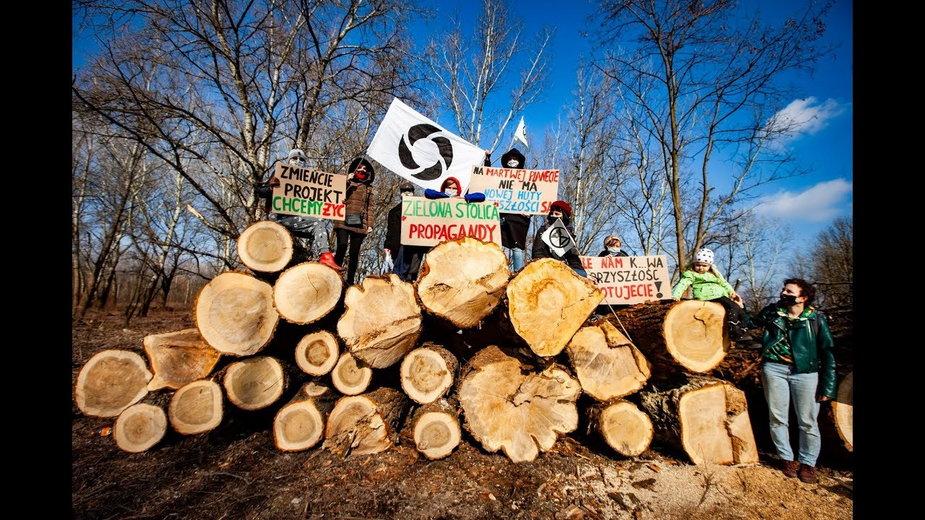 Protest mieszkańców przeciwko wycince drzew w Krakowie
