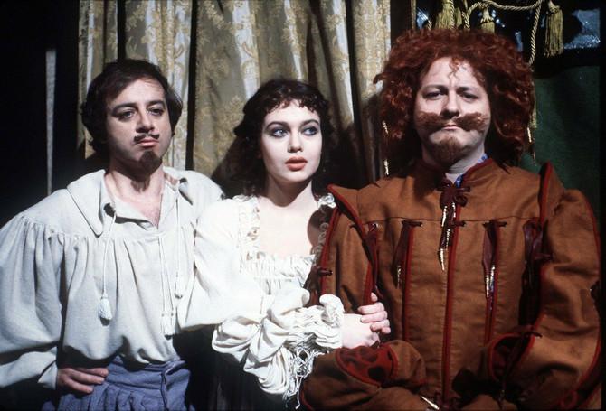 Viktorija sa kolegama glumcima