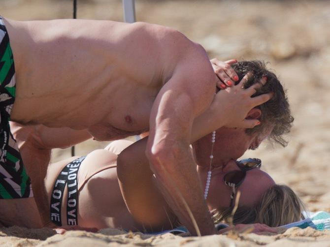 Glumio je sa Natašom Ninković, a sada je uhvaćen u VRELOJ AKCIJI: Poznati glumac i njegova 32 godine mlađa devojka zapalili plažu