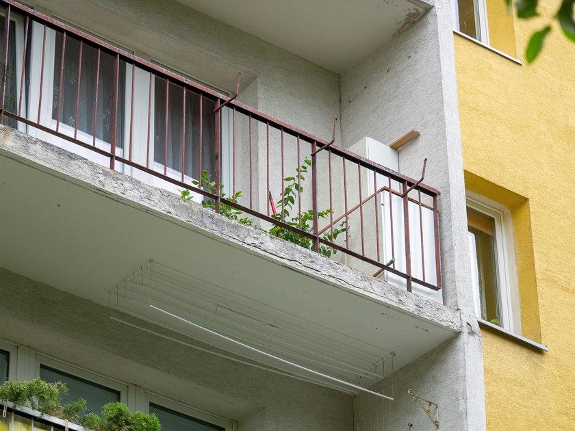 Ten balkon mnie zabije!